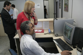 Secretaria de Educação Lourdinha, Roberto (pólo) ao fundo o Coordenador do Pólo (Daniel Alves Pena)